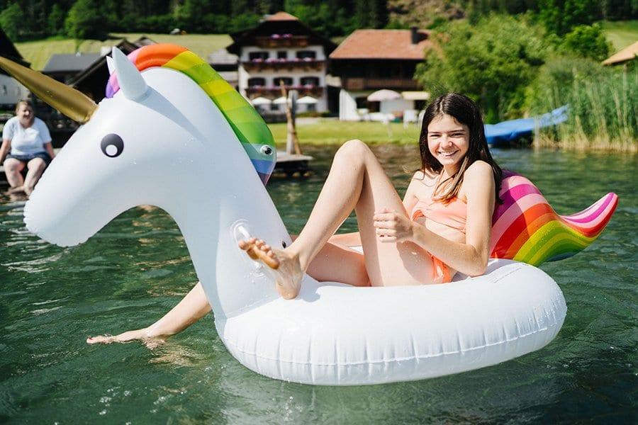 Weissensee-Hoffmann-Badestrand-Familie-Kinder-Spass-Einhorn